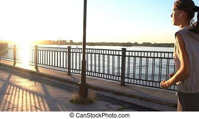 jogging, femme, coucher soleil, jeune