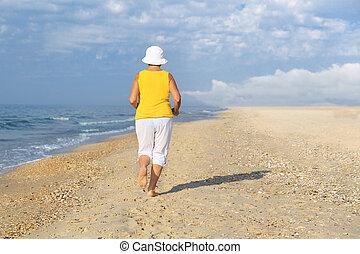 jogging, femme, plage, personne agee, mer