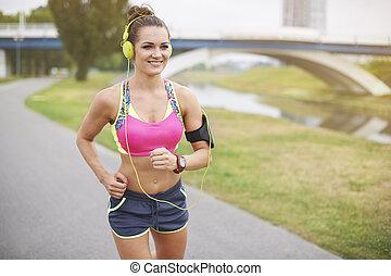 joggning, ovanför, den, flod, i parken