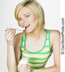 jogurt, eny chutnat jak