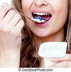 jogurt, szczelnie-do góry, kobieta jedzenie