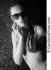 joli, adolescent, dans, douche, bw, image