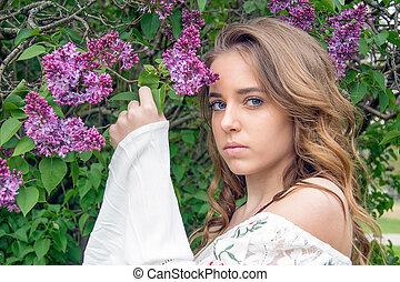 joli, adolescente, à, lilas