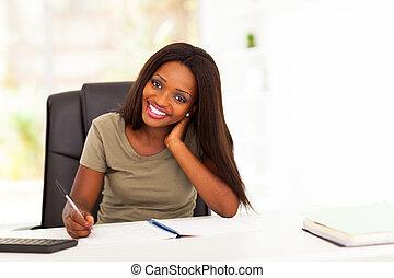 joli, africaine, étudiant université, étudier