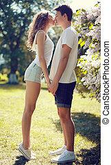 joli, amour, couple, ensoleillé, jeune, chaud, baiser, jour, sensuelles