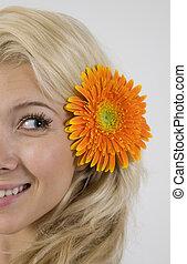 joli, modèle, à, fleur, dans, elle, cheveux