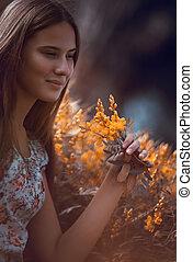 jolie fille, apprécier, wildflowers