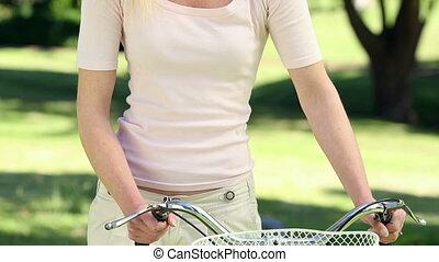 jolie fille, tour vélo, parc