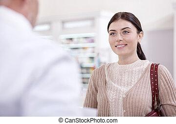 jolly, kvindelig, klient, spørge, by, anbefaling