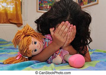 jong meisje, lijdt, van, huiselijk geweld