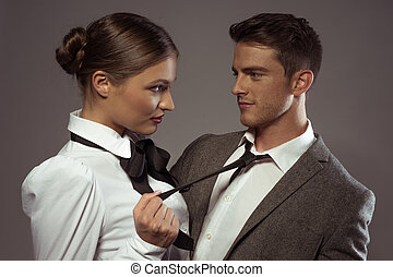jong paar, op, gezicht, serieuze , afsluiten