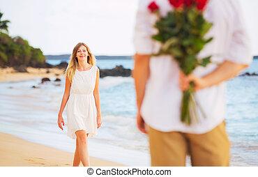 jong paar, verliefd, man, vasthouden, verrassing, boeket van...