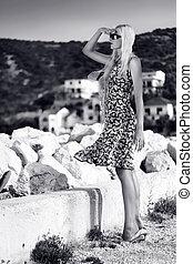 jonge, aantrekkelijk, blonde , beauty, op, zee, achtergrond