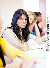 jonge, aantrekkelijk, vrouwlijk, universiteitsstudenten, in, klaslokaal