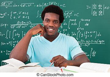 jonge, afrikaanse man, studerend , in, universiteit
