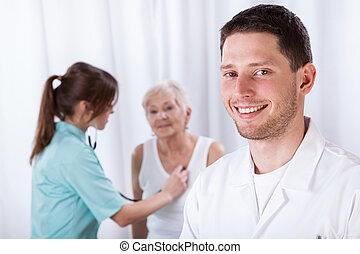 jonge, artsen, gedurende, hun, werk