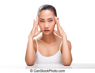jonge, aziatische vrouw, hebben, hoofdpijn, vrijstaand, op wit, achtergrond