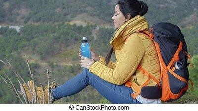 jonge, backpacker, het pauzeren, voor, water