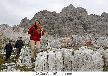 jonge, bergbeklimmers, in de bergen
