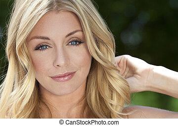 jonge, blonde , vrouw, met, blauwe ogen, &, natuurlijke schoonheid