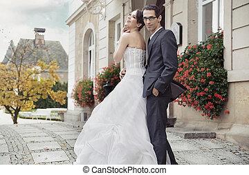 jonge, bruid, in, teder, omhelzing