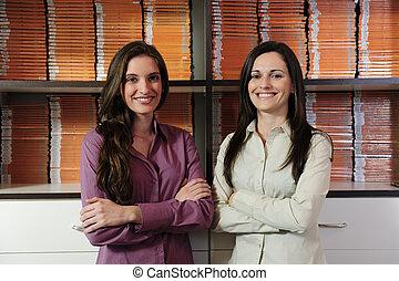 jonge, businesspartners, eigenaars, van, een, video, huur, winkel