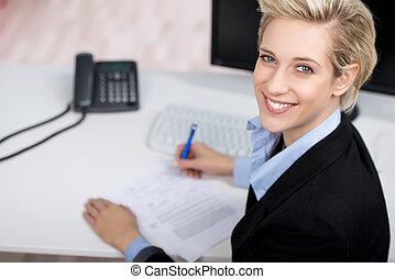 jonge, businesswoman, in, kantoor