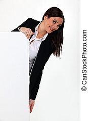 jonge, businesswoman, vasthouden, een, leeg, reclame, poster