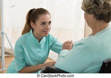 jonge, caregiver, in, verpleeghuis