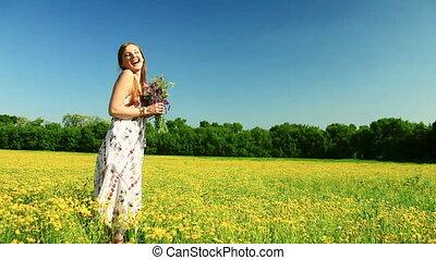 jonge dame, lach, met, bloemen