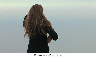 jonge dame, op, hemel, achtergrond