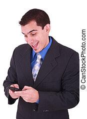 jonge, en, glimlachende mens, kijken naar, zijn, cellphone