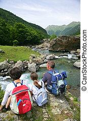 jonge familie, het genieten van, backpacking, vakantie