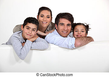 jonge familie, met, een, plank, links, leeg, voor, jouw, beeld