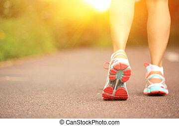 jonge, fitness, vrouw, benen, op, spoor