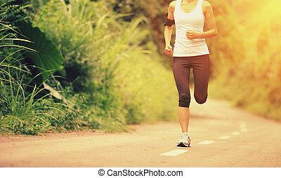 jonge, fitness, vrouw lopend