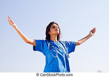 jonge, geestelijk, verpleegkundige, op, strand