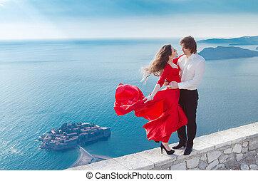 jonge, gelukkig paar, verliefd, buiten, sveti, stefan, montenegro., op