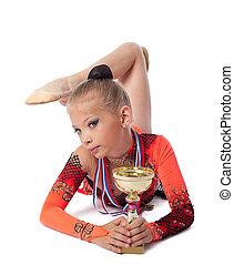 jonge, gymnast, leggen, met, medaille, en, prijs, kop