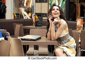 jonge, het glimlachen, businesswoman, het spreken op de telefoon