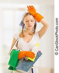 jonge, huisvrouw, is, moe, van, housework