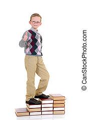 jonge jongen, op, boek, trap