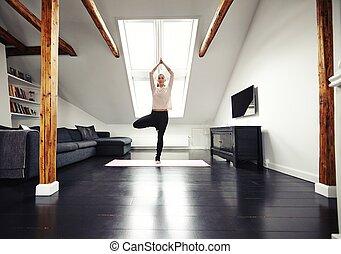 jonge, kaukasisch, vrouw, beoefenen, yoga, oefening, thuis