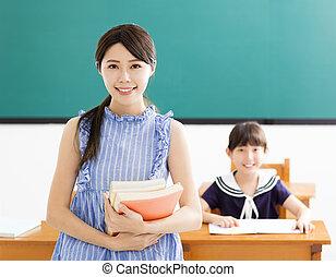 jonge, leraar, met, klein meisje, in, klaslokaal