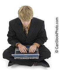 jonge man, en, draagbare computer