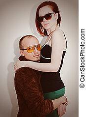 jonge man, en, vrouw, in, zonnebrillen