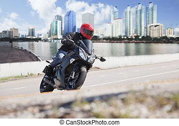 jonge man, paardrijden, groot, fiets, motorfiets, op, stad straat, tegen, stedelijke