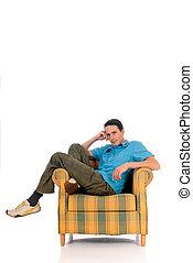jonge man, sofa