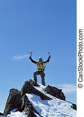 jonge man, vieren, reiken van de top, van, een, berg
