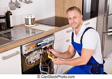 jonge, mannelijke , technicus, controleren, afwasmachine